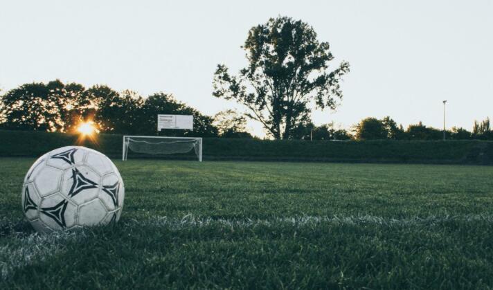 足球对手创下进球纪录后学校不高兴