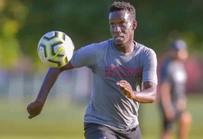 从塞内加尔到华盛顿 这位足球运动员正在迅速适应并逐渐成为明星