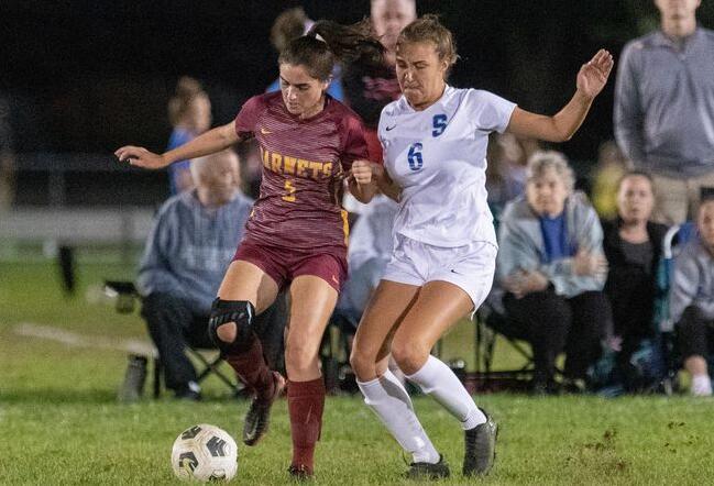 斯特林女子足球击败了对手 增添了历史性的一年