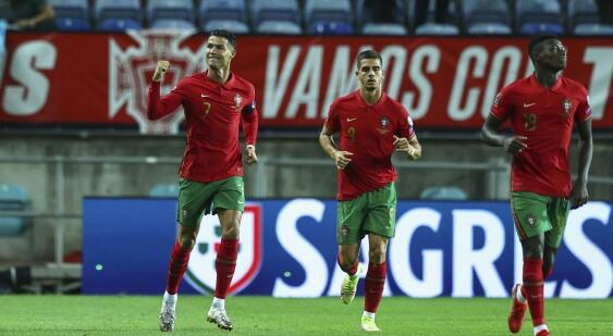 在罗纳尔多的帽子戏法击败卢森堡后桑托斯为老化的葡萄牙队辩护