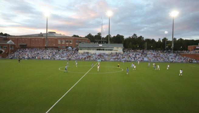 女子足球周四的比赛致力于提高心理健康意识