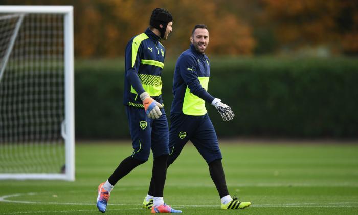 """阿森纳FC:""""也许温格应该玩Cech和Ospina,并消除那个小丑ozil!'Gooner反应"""