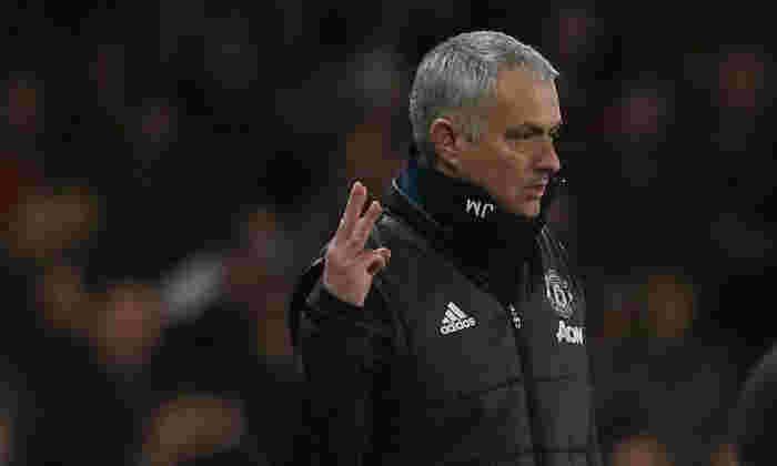 '犹大是第一!' - 穆里尼奥在切尔西球迷中击中了曼联队在斯特兰福德桥击败时虐待他的粉丝