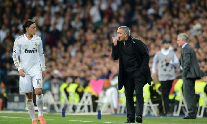 阿森纳明星Mesut ozil揭示了曼联的老板穆里尼奥在愤怒的破产中为他'一个懦夫'品牌