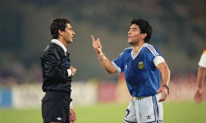 七名药物测试失败的足球运动员,包括Toute,Mutu和Maradona