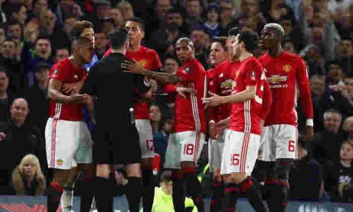 """带电!曼彻斯特团结一致,FA罚款""""未能控制他们的球员""""在FA Cup击败切尔西"""